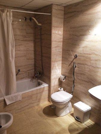 Primavera Hotel: ванная