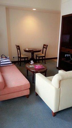 Berjaya Times Square Hotel, Kuala Lumpur : The living area of the Superior Room