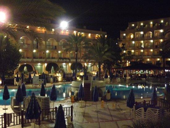 Dunas Mirador Maspalomas: Zwembad bij nacht