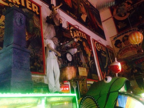 Marvin's Marvelous Mechanical Museum: Antiques and oddities