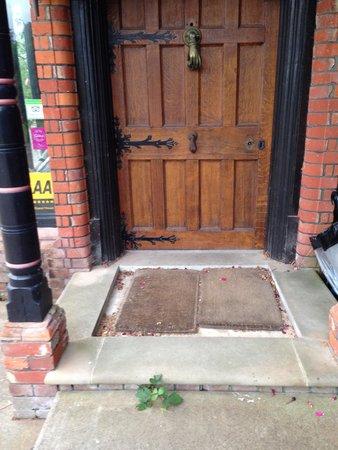 Hambledon House: No Doorknob