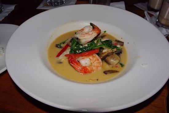 Duke's Waikiki : Seafood Luau.
