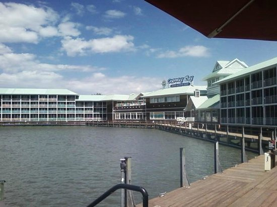 Cedar Point's Castaway Bay : View of the bay side rooms from TGI Friday