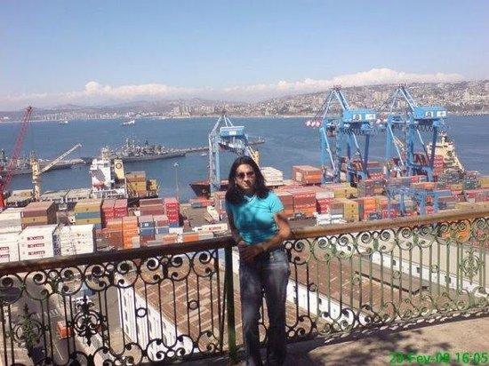 Valparaiso's Gate (La Puerta de Valparaiso): Valparaíso