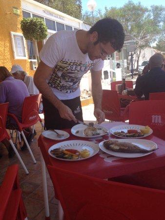 La Figuera II: Christian serving the beautifully coked fish
