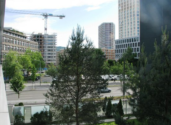 ibis Zurich City West: Hotel view - Technopark neighborhood