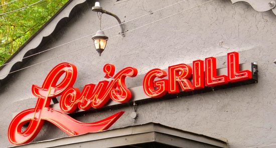 Lou's Grill: Signage