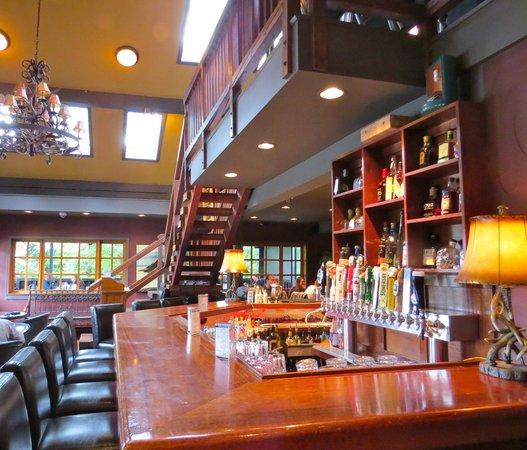Lou's Grill: Interior