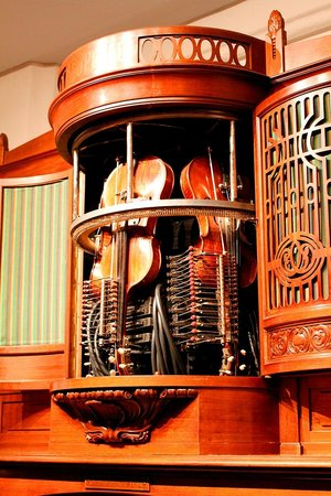 Museum Speelklok: A self-playing violin orchestra