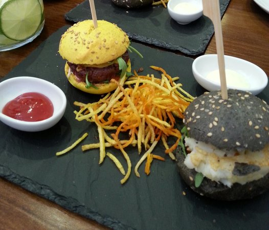 Origen Taberna : mini hamburguesas, exquisitas