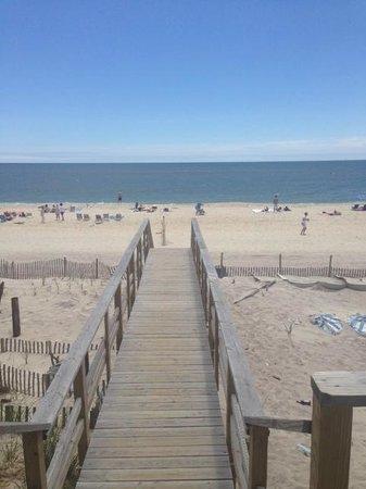 Maguire's Bay Front Restaurant: Ocean Beach