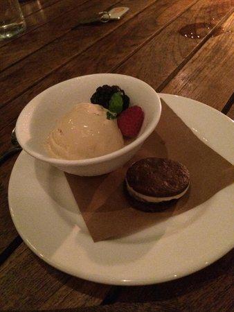 The Raleigh Miami Beach: Dessert at dinnner