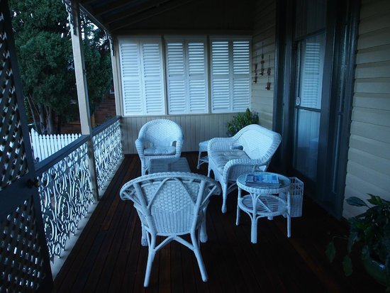 B&B Wanulla : A beautiful spot to relax on the front deck