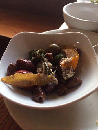 The Corner Room Kitchen & Bar: Wa olives