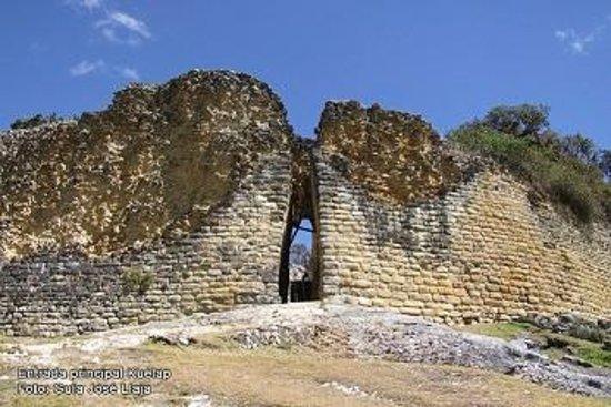 Chachapoyas Backpackers Hostal: Portada principal de la Fortaleza de Kuelap más de 1500 años de misterio