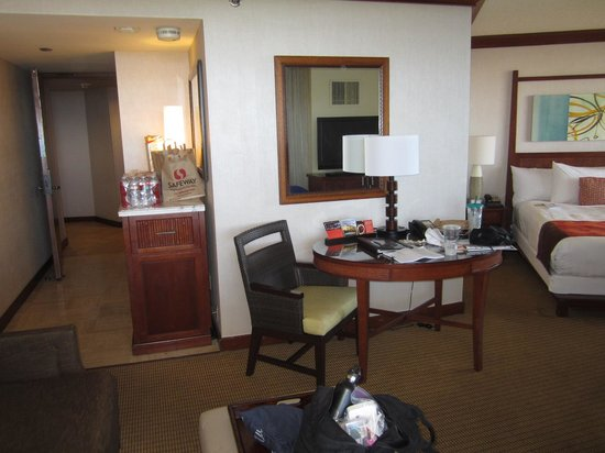 Hyatt Regency Maui Resort and Spa: u shaped room