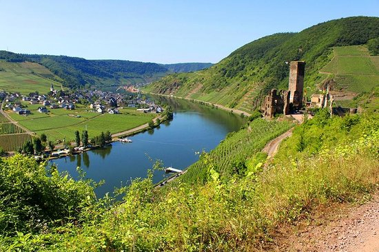 Hotel Haus Lipmann: Overlooking the Mosel River and the ruins of Beilstein Castle