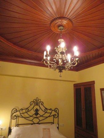 Kaucuk Hotel : Beautiful bedroom celing