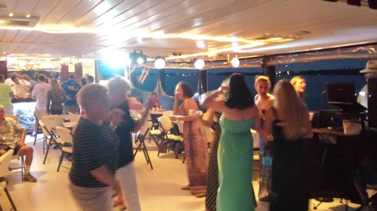 Island Time Cruises: Sunset after party, DJ was amazing, had all kinds of music to play!