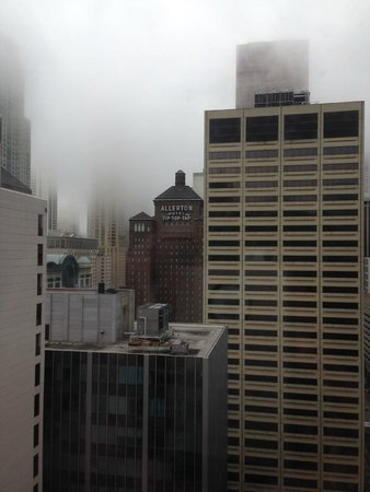 Courtyard Chicago Downtown/Magnificent Mile : Downtown view in the fog