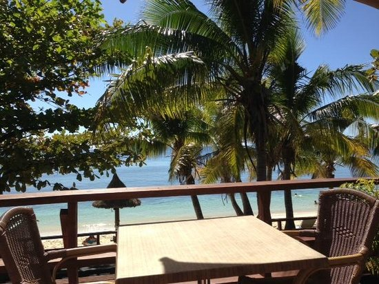 Mana Island Resort: View whilst eating our meals
