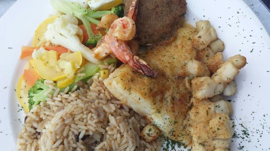Jerry & The Mermaid: Broiled seafood dinner was outstanding