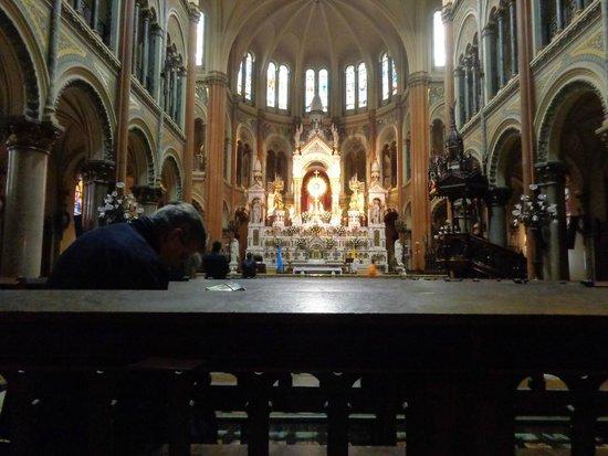 Basilica del Santisimo Sacramento: View inside the church