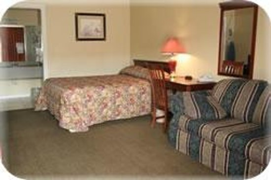 Sunbelt Lodge: King Suite