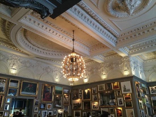The London EDITION: Ceiling view in the restaurant