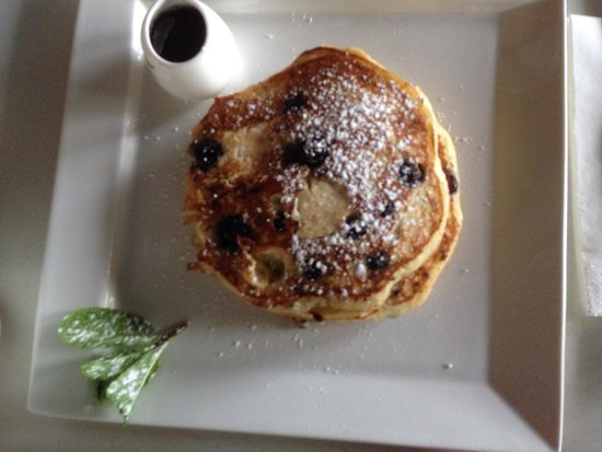 Demazzi's Restaurant: Berry pancakes