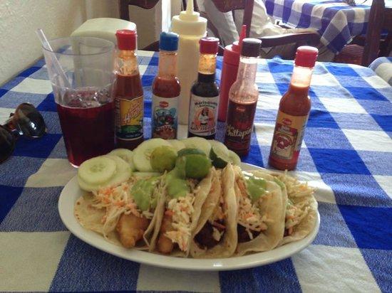 Taqueria Rossy : tacos de pescado y adoba