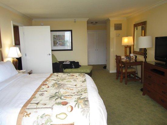 Marriott's Maui Ocean Club  - Lahaina & Napili Towers : lounge chair in bedroom