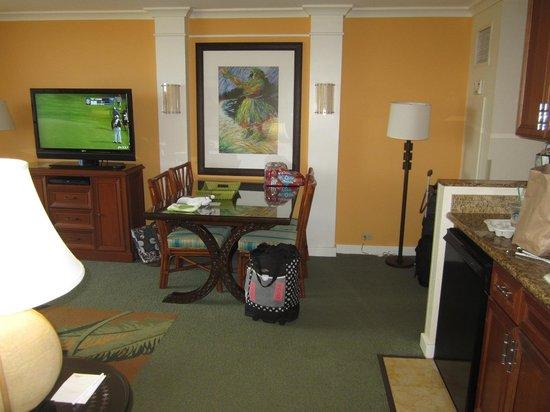 Marriott's Maui Ocean Club  - Lahaina & Napili Towers : dining table and mini kitchen