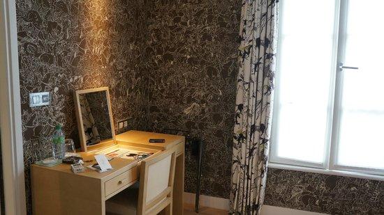 Le Pradey: suite - desk in sitting room