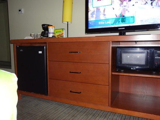 La Quinta Inn U0026 Suites Dallas Love Field: Cabinet, Mini Fridge, Microwave,