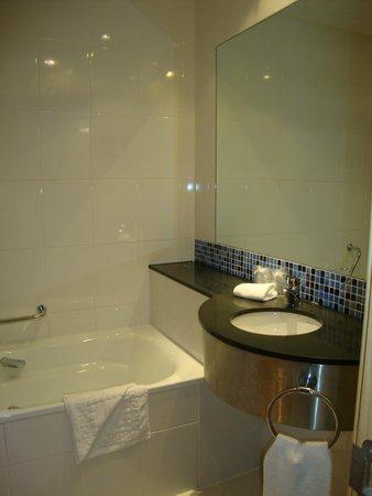 Holiday Inn Express: Banheiro