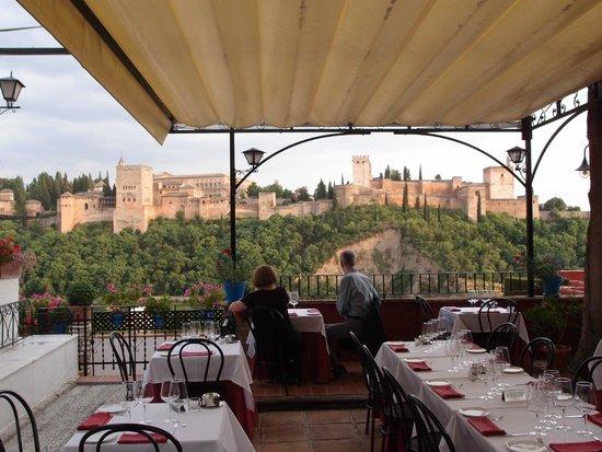 Carmen Mirador de Aixa: Terrace Tables