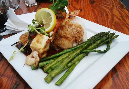 Flying Beaver Bar & Grill: My seafood grill that I order as main course...yummy!