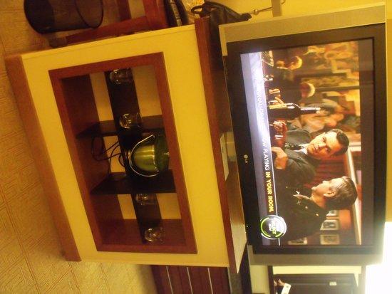 Hyatt Place Nashville/Opryland: Big Screen/Ice Bucket/Glasses