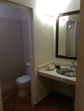 Hotel Riviera del Sol: The toilet