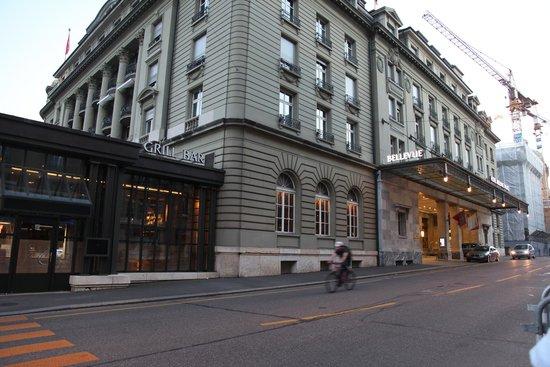 BELLEVUE PALACE Bern: Hotel facade