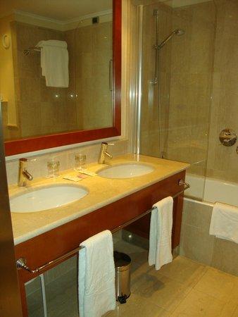 ILUNION Aqua 4 : Banheiro