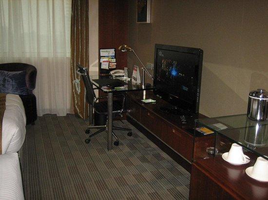 Holiday Inn Shanghai Pudong: LANやTV設備 NHK受信できます