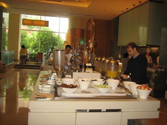 Holiday Inn Shanghai Pudong: 種類の多い朝食