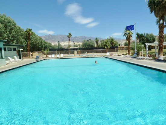 Furnace Creek Inn and Ranch Resort : The pool at the Furnace Creek Ranch