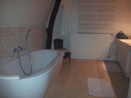 La Maison Jules : Bath tube Chambre Martin