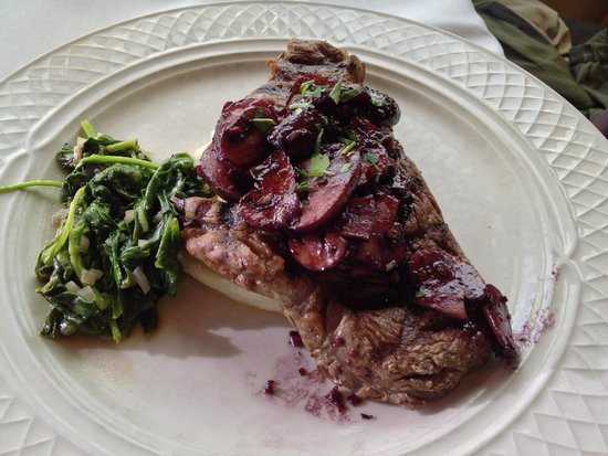 Spring Creek Ranch: bison - dinner at granary