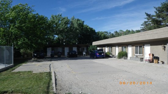 Parkway Motel: Plenty of parking
