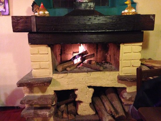 Restaurant Sumaqcha: Toasty, open fire place