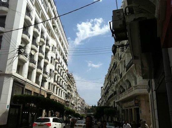 Hotel Dar El Ikram: main road building